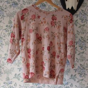 Fin lyserød bluse i akryl. 🌸