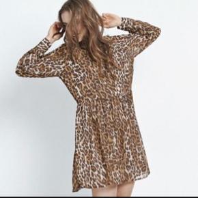 Så fin kjole fra Envii! Er lidt i tvivl om det er en small eller xsmall. Men den passes af begge! Perfekt til sommerens fester og andre begivenheder 💕