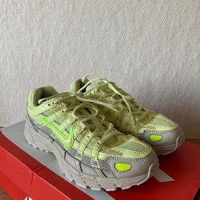 Sælger disse fine Nike P-6000 i en flot sommerfarve.   Original kasse medfølger ikke.