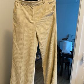 Second female bukser fås stadig i butik str S - np:900 kr   Sælges til 400