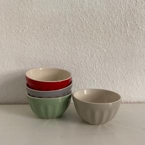 Fine skåle fra IB Laursen😊.    Sælger bl.a også kopper og tallerkner i samme stel og farve (se billede 3 og mine andre annoncer). Giver mængderabat😊.