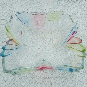 Vintage glas fad i pastelfarver . Ca 30×30 cm
