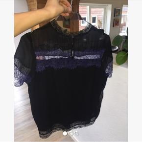Sælger denne festlige t-shirt fra River Island i en størrelse small. (Fitter også en xs)✨🌸