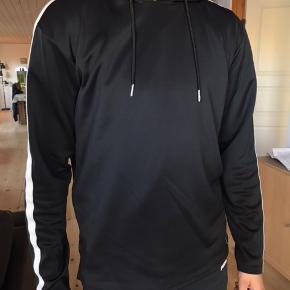 Sælger hoodie for min bror