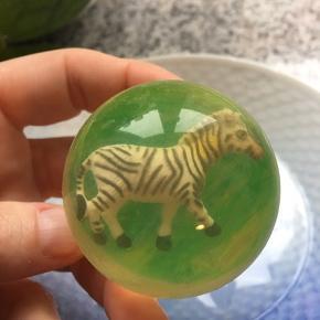 Fin lille hoppebold med zebra i  Gratis ved køb af andet på min profil  Fin lille kalendergave