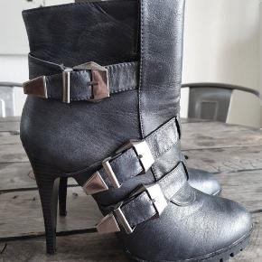 Even&Odd ankelstøvler med rå sål og spænder, aldrig brugt. Str. 40 - nypris 750