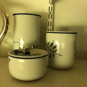 Sælger disse tre forrådskrukker fra Royal Copenhagen da de blot står. 1.sortering og blåt stel.