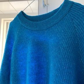 Enbobo knit fra Envii i den smukkeste blå farve.  Brugt en enkelt gang.      Nypris 450 kr.