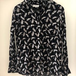 Sød skjorte fra Ganni. Str M men kan også sagtens bruges af mindre