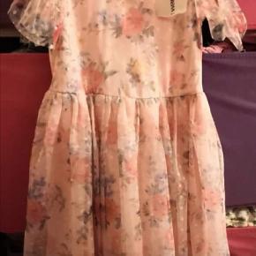 Ny flot kjole str 110 /116, Lc waikiki