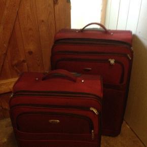 Sælger disse 2 lækre Bon Gout kufferter str M og str LMedium mål: vægt 2,9 kg-H:61 cm-B:42 cm-D:24/29 cm(udvendige mål) Stor mål: vægt 3,4 kg-H:72 cm-B:47 cm-D:27/32 cm( udvendige mål) Begge kufferter er med 2 hjul -ekstra lynlåsrum til udvidelse af kuffertstørrelse-kuffertmærkeholder på bagsiden-lommer og lynlåsrum på front til hurtigt at finde vigtige ting Brugt 1 ferie og er som nye Nypris mellem kuffert 1099 kr Nypris stor kuffert 1299 kr Nu kun: mellemstor 500 kr stor.              700 kr Samlet 1000 kr Afhentes Grækenlandsvej KBH S