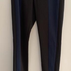 Fine stramme bukser som desværre er blevet for små.
