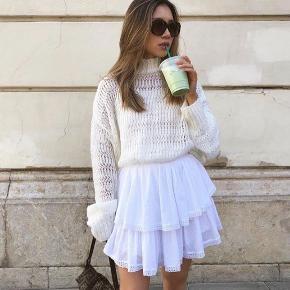 Super fin nederdel fra M-KAE💛 Str xs, svarer nærmere til xxs  Aldrig brugt - men har en lille plet på fronten (se billede) nypris 599,-