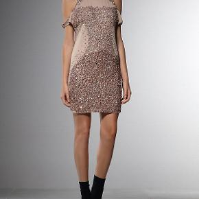 Evening dress with sequins from Patrizia Pepe. Worn only once. Original purchase price 327 EUR.