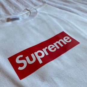 Supreme 20th Ann Box Logo Tee SS14 Size: XLarge Cond: 9.9/10 4.500DKK  Pris kan forhandles.  Dm for mere info.