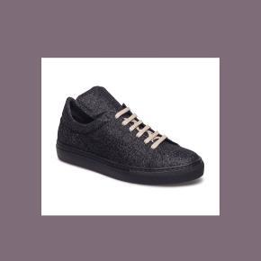 Ubrugte Malene Birger Glitter Sneakers. De er oprindeligt købt til 1899,- og prisen er til forhandling🖤 Så smæk et bud!🙃