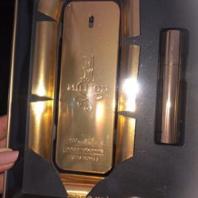 Helt ny gaveæske med ialt 110 ml parfume !!! Pris er fast . Kan hentes i Greve el sendes mod Porto