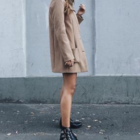 Blazer/let jakke fra H&M. 399kr fra ny. Tænker mp omkring 275. Byd gerne 👏🏼 Str 34