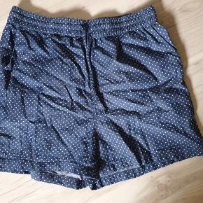 Fine shorts med prikker.  BYD gerne - kig forbi mine andre annoncer og spar penge på også på portoen 😉