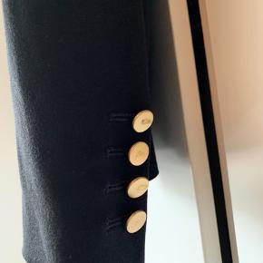 Dondrup habitjakke med klassiske guld knapper Nypris 3500 Meget fin stand uden brugsmærker Lommer er lukkede.  Italiensk størrelse