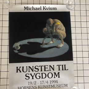 Michael Kvium plakat fra Horsens Kunstmuseums udstilling Kunsten til sygdom 1994. Ingen fejl eller mangler så plakaten står i perfekt stand :)  Plakaten måler 50*70 cm. Køber betaler fragtomkostninger.