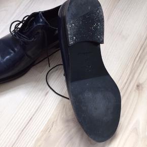 Marineblå COS sko. Brugt een gang, men for små. Nypris 1000 kr.