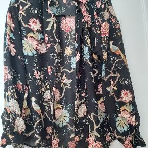 Sælger denne smukke skjorte, som jeg ikke har fået brugt. Køber betaler for porto, sendes med DAO.