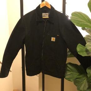 Sort canvas jakke fra carharrt.  #30dayssellout