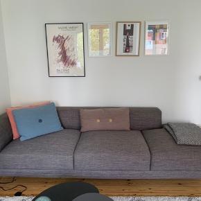 Virkelig pæn sofa fra sinnerup der fremstår som ny. Den er købt for ca 6 måneder siden og har stået i et ikke-ryger hjem, og er uden nogle former for pletter.   Den måler 260 x 97 x 73 Sælges da jeg desværre ikke har plads til den mere :(