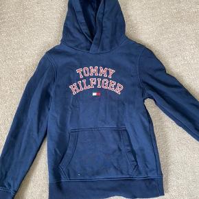 God hoodie. Farven passe bedst til det første billede :)