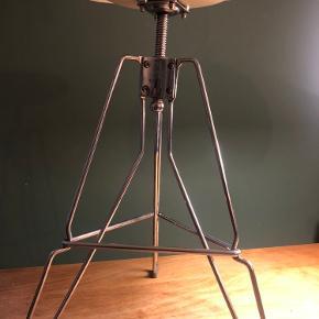 Design taburet/barstol af Yasu Sasamoto for Dulton.model clipper Indstilling af højde op til 75 cm
