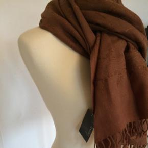 Estelle Collection 100 % uldtørklæde i den fineste brune nuance. Ubrugt, mærket sidder på!