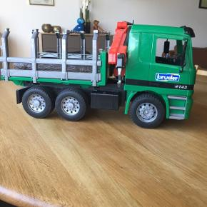 Bruder Timber Truck, nypris 300 kr.