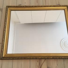 Vægspejl.   Måler ca. cm. 57 x 47,2.   Guldramme/guldfarvet ramme.  Afhentning (KBH).