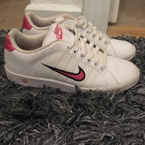 Så fede Retro Nike sko 😍👌🏼 Brugt meget få gange.
