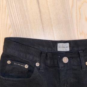 Calvin Klein straight jeans i sort Str. xs/34 Brugte men ingen tegn på yderligere slid