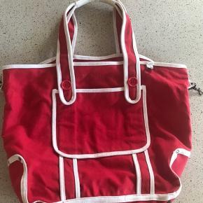 Lækker taske i kraftig bomuld - perfekt til både arbejde, shopping eller som en fin strandtasken.  Bredde: 50 cm Højde: 34 cm