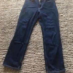 Weekday Voyage jeans str 29, længde 30. Brugt og vasket 2-3 gange.