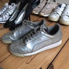 Smukke sneakers til hverdag og fest. Nemme at holde rene.