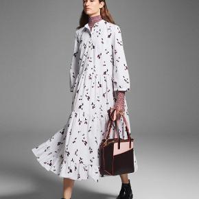 Baum und pferdgarten ALEXANDRINA kjole str. S I butikkerne nu - np: 2.499
