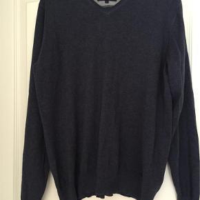 Varetype: Bluse Størrelse: Large Farve: Blå Prisen angivet er inklusiv forsendelse.  Fin bluse i 100% bomuld - brugt og vasket 1 gang.  Bytter ikke