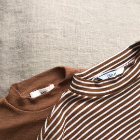 Mary tee stripe: - Brun/hvid-stribet - str L  - farve: 'hazel-cream stripe Sælges for 50 kr  Mary tee: - plain brun/rust - str S - farve: 'rusty brow'  - lidt slidt Sælges for 40 kr  Sælges samlet for 75 kr <3