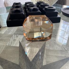 Smukkeste krystal stage til lys købt i Balie Balie på Frederiksberg sælges. Kun stået til pynt.  Nypris var 379,- Bytter ikke
