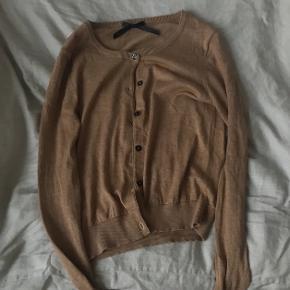 Fin lille brun cardigan - 55% silke 45% cashmere Byd  Sender med dao eller kan hentes på Nørrebro