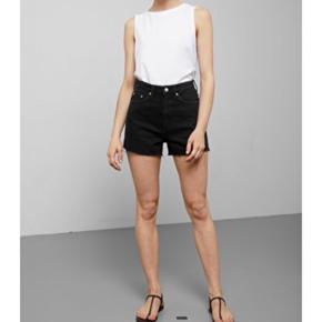 Sælger disse super fede shorts fra Weekday da jeg desværre aldrig har fået dem brugt.   #30dayssellout