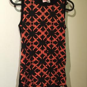 Top fra Girl Power  Str. 8-16 år Multifarvet: sort og pink/orange Brugt, men i god stand  15kr