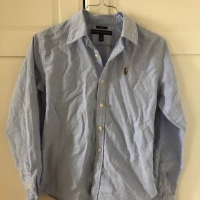 Helt ny Ralph lauren skjorte i slim fit - aldrig brugt! Skal bare stryges da den har ligget i skabet