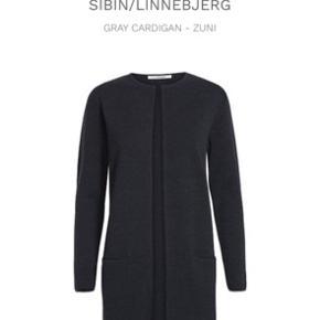 Lang cardigan i mørkegrå. Str S. Afhentes i Aarhus Byd :-)