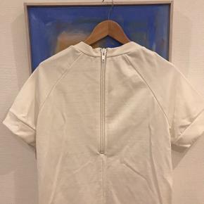 Lækker sweat kjole . Sælges billigt da jeg ikke får den brugt. .tryk på køb nu.