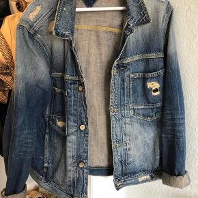 Fed vintage denimjakke. Fitter også medium
